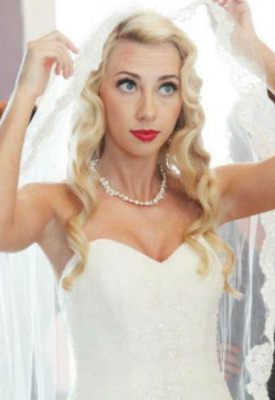 long-flowing-bridal-wedding-hair