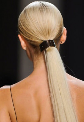 gold-hair-detail-ponytail