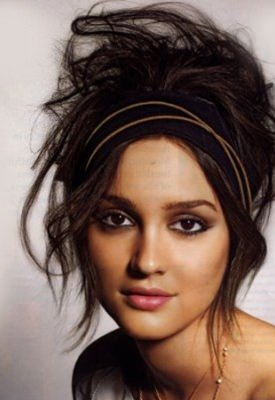 messy-hair-windswept-updos-ladies-style-trends-fashions