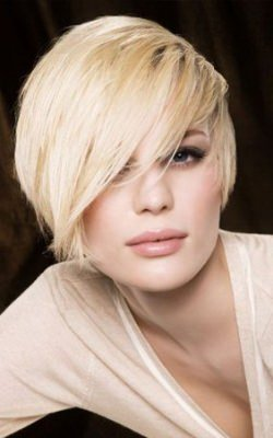 short-blond-ladies-hairstyle-with-sweeping-fringe